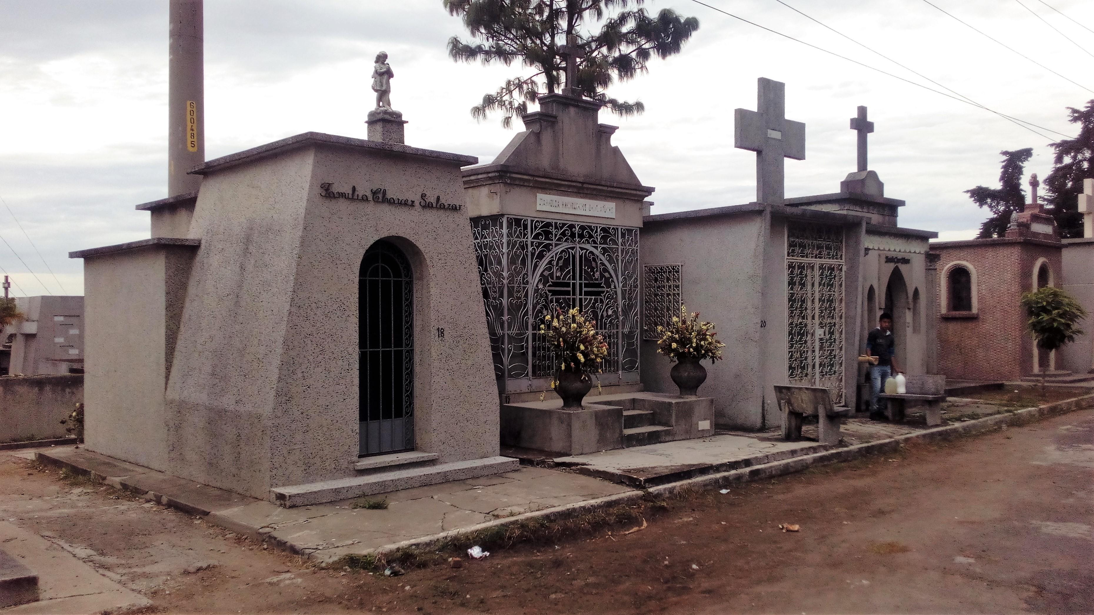 Arquitectura funeraria simetr a urea for Arquitectura funeraria